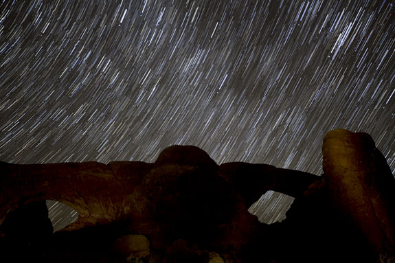spectacles formation arches star trails